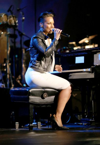 Alicia Keys - 2014 MusiCares Person Of The Year Honoring Carole King - Roaming Show