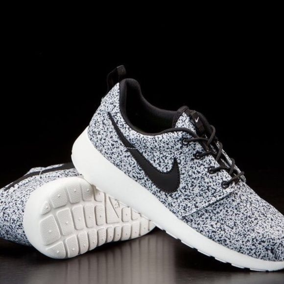 Nike Oreo Roshe size 7 Nike cream Oreo Roshe sneakers. Size 7 in woman's. No box but they're brand new and never worn. For more pictures, email me (in my bio). NO TRADES AND NO HOLDS, don't ask. To negotiate a price, use the offer button. I will not reply to comments discussing price. Nike Shoes