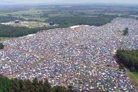 Hurricane Festival i Scessel, Tyskland er noe av det råeste jeg har vært med på - SYKT masse folk, men alt gikk så greit for seg uansett. Kult! Jeg var der i 2009, og fikk med meg masse råe band!