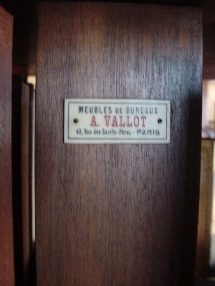Bibliothèque tournante est en vente sur notre Brocante en ligne par helen72 Plus de photos et contact à cette adresse : http://www.lesbrocanteurs.fr/annonce-antiquaire/bibliotheque-tournante/