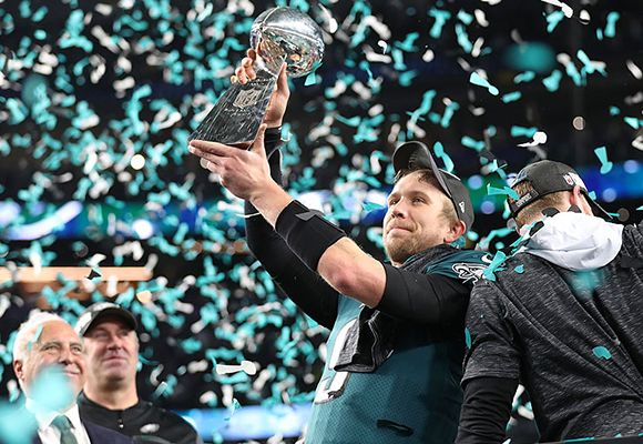 Eagles Won Super Bowl 52 Nick Foles Holds The Trophy Philadelphia Eagles Super Bowl Eagles Super Bowl Eagles Win