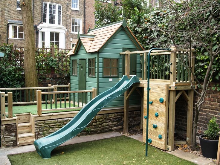 This Otter Cottage was built into a small garden in Kensington, London.