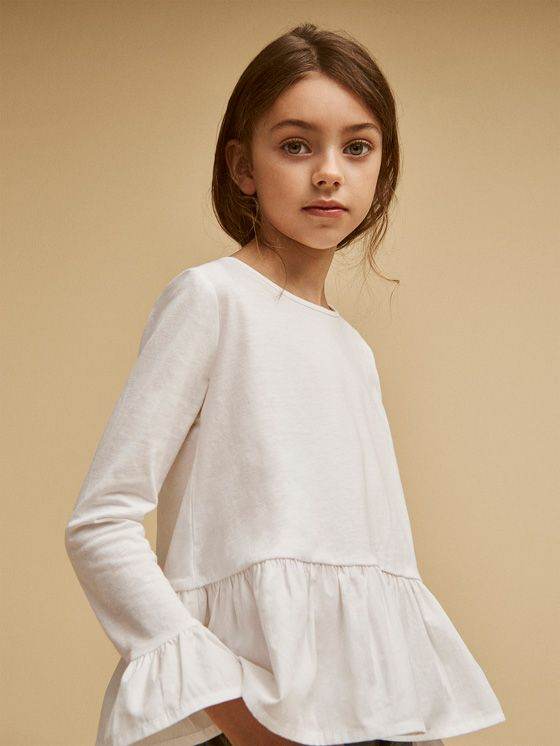 Girls´s New In at Massimo Dutti online. Enter now and view our Fall Winter 2017 New In collection. Effortless elegance!