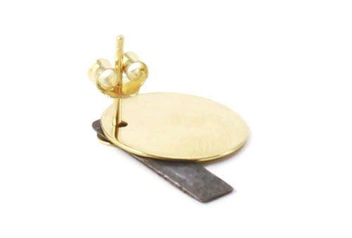 Til disse øreringe er der brugt følgende materialer:  1 par ørestik, plade 4mm i forgyldt sterlingsølv 2 stk. børstet firkant 18x4mm, sort messing 2 stk. mønt med hul i kant,15 mm i forgyldt messing