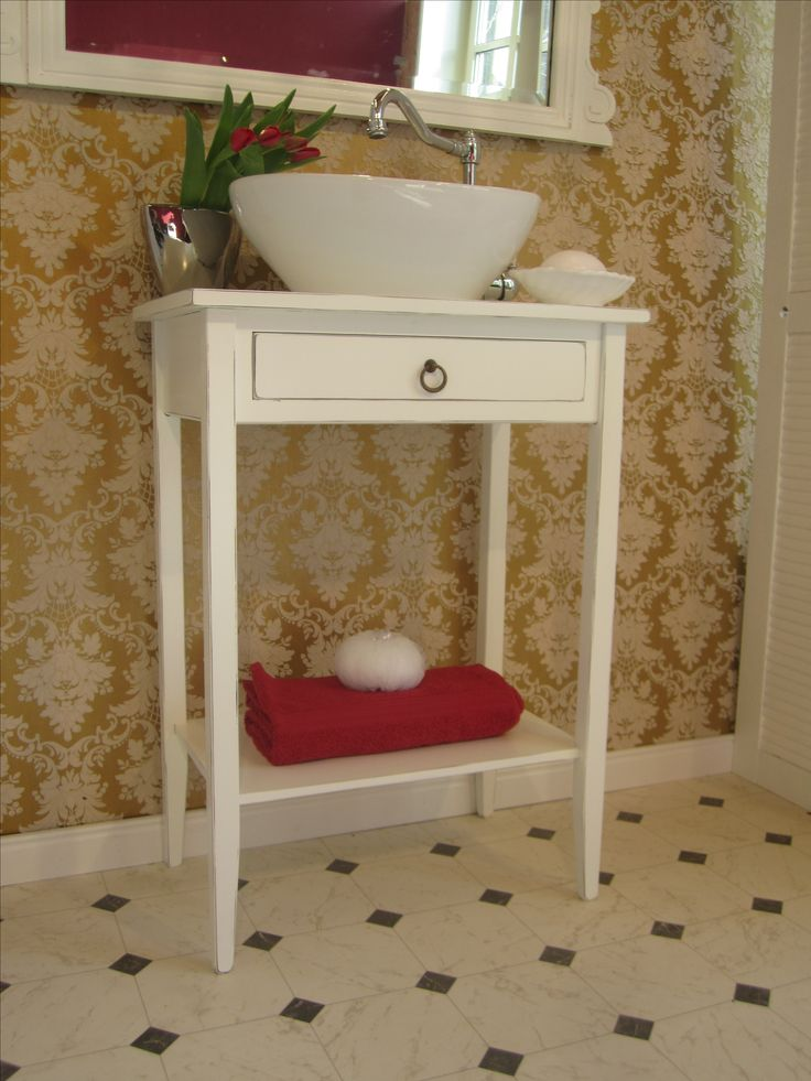 Badmöbel Landhaus - Das Badmöbel Landhaus in französischem Stil bringt mit seiner Leichtigkeit nostalgischen Charme und klare Eleganz in Ihr Bad. Das feine Badmöbel Landhaus in französichem Stil hat eine feine Silhouette, ist klein in den Maßen und richtig groß in der Wirkung.