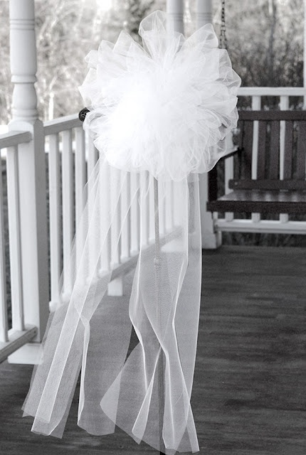 tulle pew bow  http://www.jillruth.com/2011/04/pew-bows-and-bow-tutorial.html for tutorial