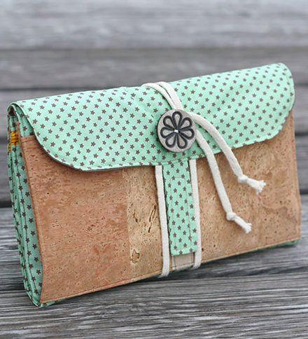 Praktische 3-Fächer Hübschmach-Tasche für Reisen oder für Zuhause zum Zusammenklappen, Mitnehmen und Aufhängen - Anleitung via Makerist.de