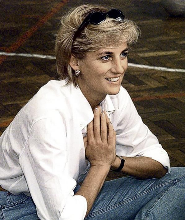 35 Jahre nach ihrer Hochzeit mit Prinz Charles | Mythos Diana - Royals - Bild.de