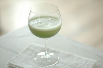 This cucumber smoothie is not only full of vitamin C, potassium and magnesium, it also contains silica, which helps improve complexion and keeps skin looking radiant.