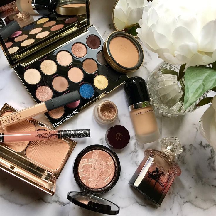 Tuesday makeup goals with Marc Jacobs foundation, Anastasia Beverly Hills highlighter and Nars concealer.                                                                                                                                                                                 More