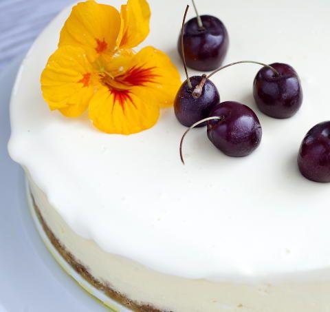 - bakt sitron ostekake, eplekake og sjokolade-bringebærkake - Charlotte Mohn  Baked Lemon Cheese Cake, Norwegian Apple Cake and Chocolate-Raspberry Cake