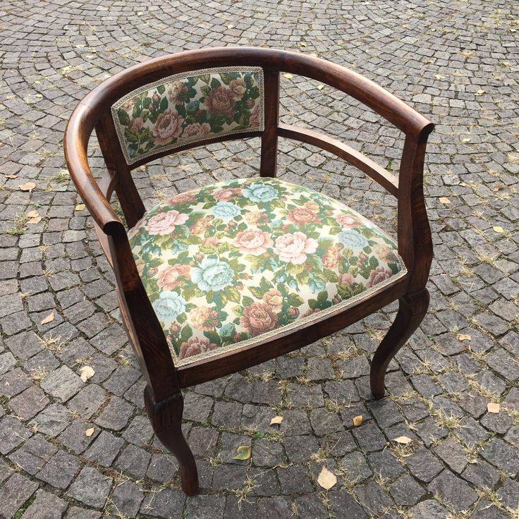 Poltroncina antica, restaurata e rivestita in tessuto a fiori - www.cegidsas.it