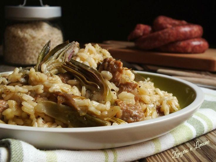 Il risotto ai carciofi e luganega è un primo piatto facile da preparare, ma molto gustoso. Perfetto sia per un pasto in famiglia che per una cena tra amici.