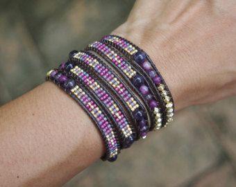 Mélange de violet autour du poignet avec des graines de perles, Bracelet Wrap Boho
