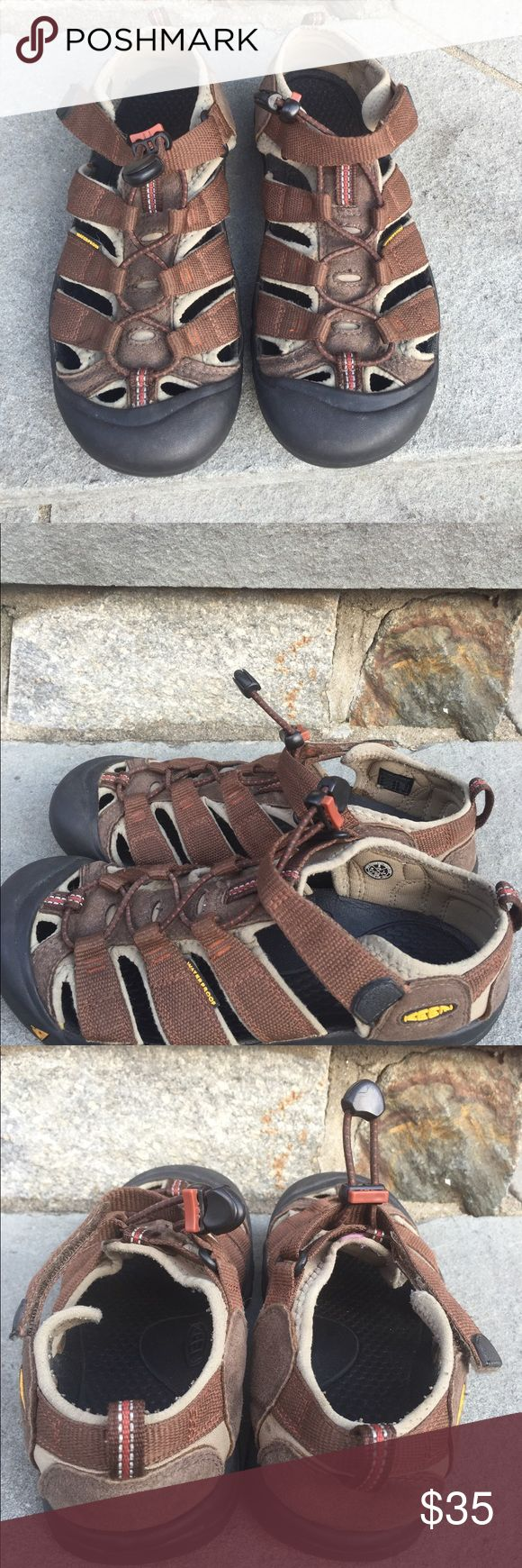 Keen Men's size 5 Water Shoes Brown Keen Big Boy size 5, brown water shoes, Velcro strap, adjustable Pull strap, great for walking in the oceans, River, lakes, boating, very comfortable, pictures are part of the description. Keen Shoes Water Shoes