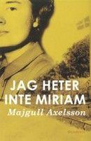 En romsk kvinna antar namnet Miriam och en judinnas identitet för att överleva i kvinnolägret Ravensbrück. Hon kommer till Sverige med de vita bussarna och gör allt för att dölja sitt förflutna. Men när Miriams 85-årsdag ska firas tror...