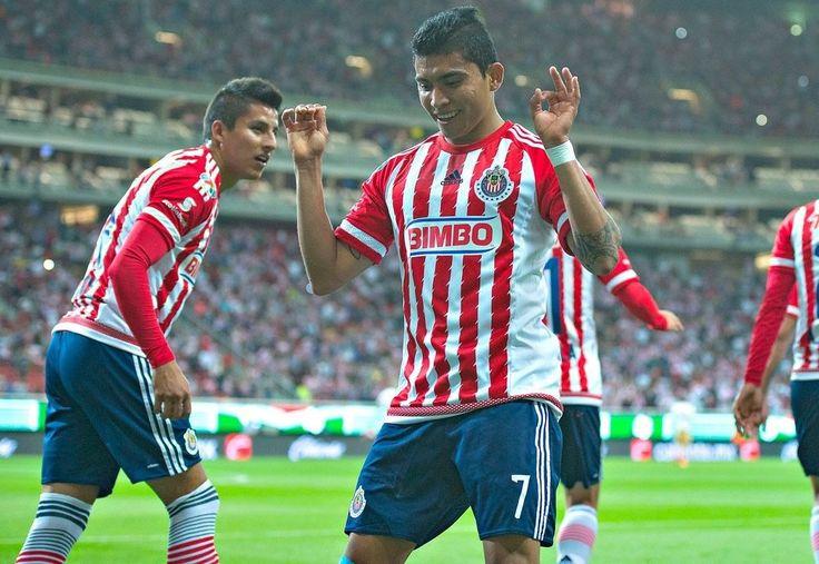 QUIERO SER LEYENDA DE CHIVAS: PINEDA El jugador comparte su alegría con goles y festejos para la afición. El joven guerrerense de 19 años tiene sus metas muy claras.