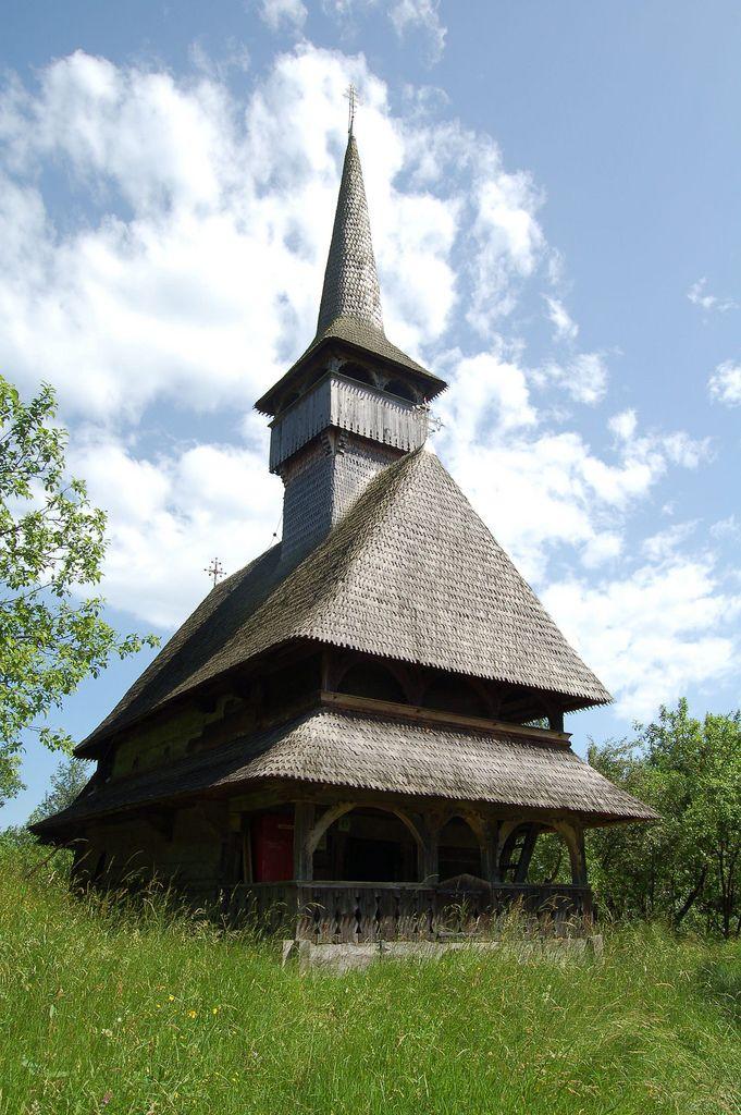 Romania wooden church, www.romaniasfriends.com