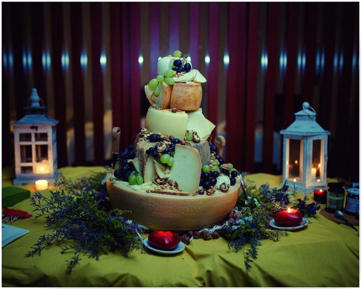 Wedding Cheese Cake with grapes and nuts