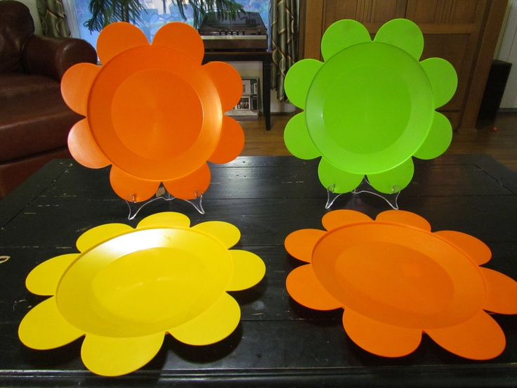 1970u0027s Mod Flower Paper Plate Holders. $22.00 via Etsy. : flowered paper plates - pezcame.com