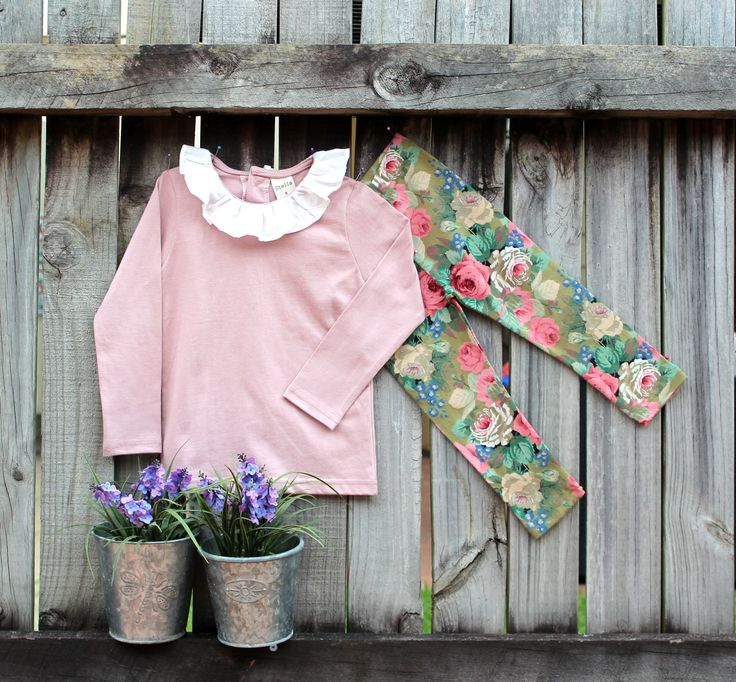 Mini frill collar Dusty pink Top with Floral leggings.