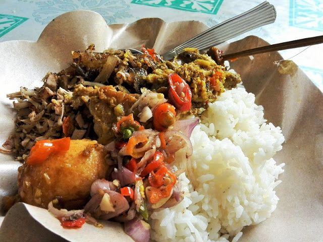 新・バリの素(もと): 150円ランチ!!これが本場のバリ料理ナシ・ラワールのお店:Warung Bu Dewa