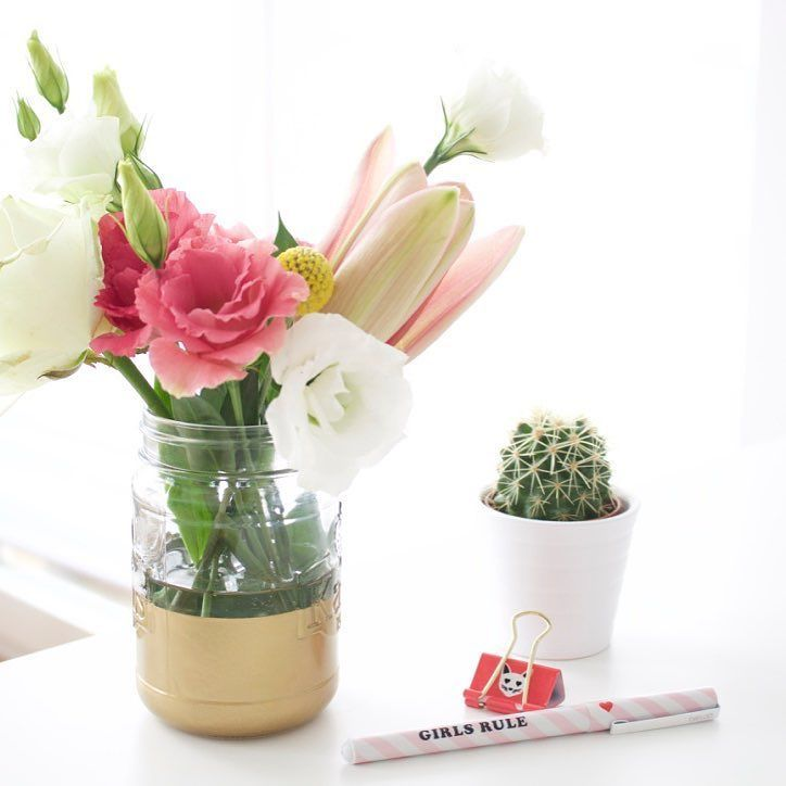 Bei solch einem Wetter helfen nur frische Blumen. Hier hat es den ganzen Abend nur geregnet. Das #DIY zur Vase findet ihr übrigens auf meinem Blog http://ift.tt/1Ynnzhy oder klickt den Link in der Profilbeschreibung.  thx @mybloomydays für die tollen Blumen.  #thegoodlife #tbt #throwbackthursdays #mybloomydays #bloomydays #easydiy #ispydiy #flowersofinstagram #flowerslover #fashionblogger_de #fbloggers #bloggerstyle #bbloggers #bloggerlife #thehappynow #flashesofdelight #darlingmovement…