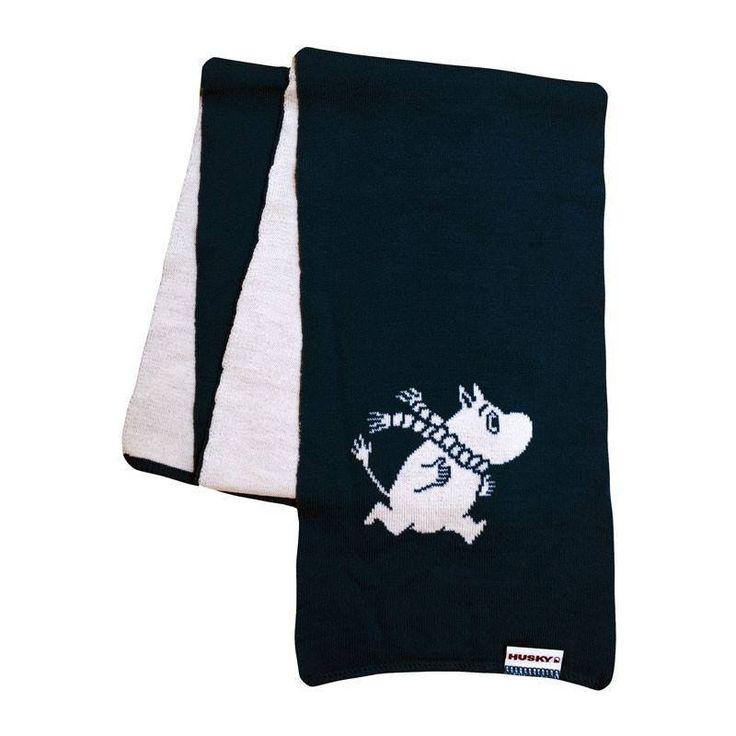 Black scarf featuringMoomintroll made out of 100% merino wool. Keeps you warm even during the cold winter!Musta Muumipeikko kaulahuivijoka on valmistettu 100% merinovillasta. Pitää sinut lämpimänä jopa keskellä talvea!Svart halsdukmed Mumintrollet gjord av 100% merinoull. Håller dig varm även mitt på vintern!