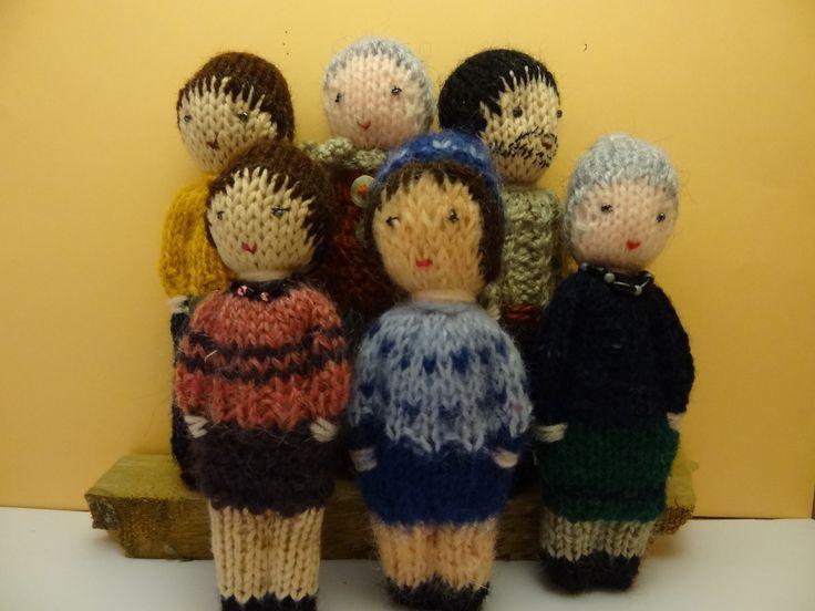Mini poupées, petites poupées tricotées en laine, papa, maman et la maîtresse. : Jeux, jouets par la-fabrique-de-cadot
