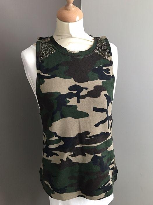 Pull sans manche militaire UNKUT Unkut ! Taille 36 / 8 / S  à seulement 14.90 €. Par ici : http://www.vinted.fr/mode-femmes/autres-pull-overs-and-sweat-shirts/27583351-pull-sans-manche-militaire-unkut.