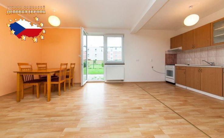 Недвижимость в Чехии: Продажа дома / 6-комн., Прага 4 - Уезд, 395 000 € http://portal-eu.ru/doma/6-komn/realty216  Предлагается на продажу дом площадью 250 кв.м с участком 567 кв.м в районе Прага 4 – Уезд стоимостью 395 000 евро. Квартира – 6+КК, есть балкон, терраса и гараж. Дом двухэтажный – на первом этаже расположены гостиная с кухней, ванная с туалетом и душевой кабиной, спальная комната, терраса, прихожая со входом в гараж. В доме есть подключение к интернету, сигнализации, интернету…