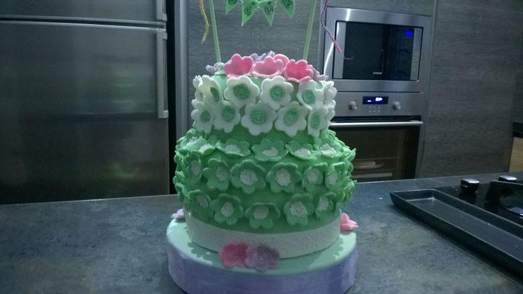 Cakes, torta, pasta di zucchero, fondant, mmf, pdz, petali, fiori, flowers, birthday, compleanno, Pink, rosa ,green, verde, bandierine