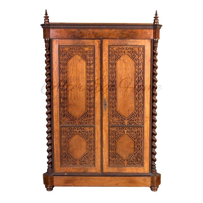 Платяной шкаф из красного дерева с восточным орнаментом