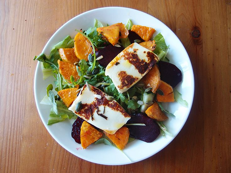 Salad with halloum cheese, sweet potato and beetroot