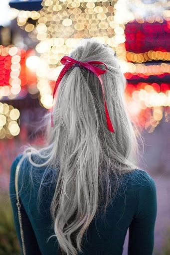 A moda do cabelo cinza: