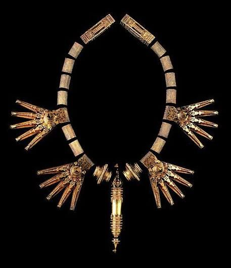 From the Susan L. Beningson collection. Gold Chettiar tali. Tamil Nadu, India. 19th century. Length: 74 cm.
