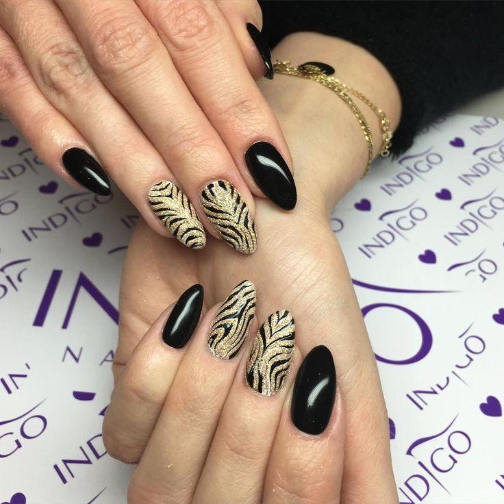 """Wkraczamy w sylwestrowe klimaty✨ Holo grejpfrut zeberka #nails #nailart #nailpage #nailsart #nailsdid #nailsdone #indigonails #instanails #instamani…"""