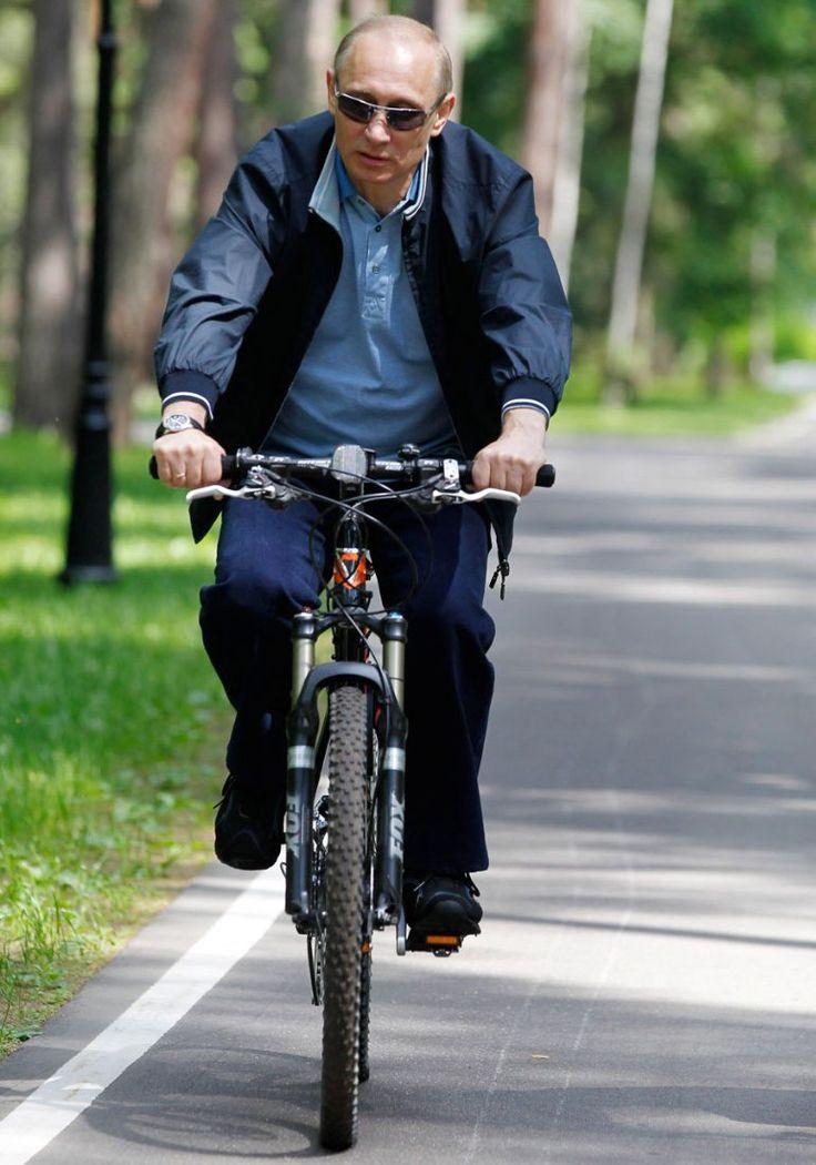 Putin prefers shoes of Italian shoes Baldinini and Salvatore Ferragamo.