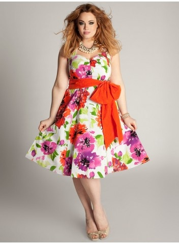 I really like that bright accent at the waist on this dress.