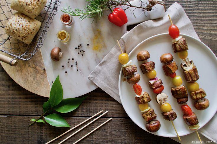 """L'été n'est pas encore arrivé, mais le mot """"barbecue ou plancha """" évoque le retour des beaux jours et nous fait déjà saliver ! C'estLE repas convivial et festif par excellence, et parce qu'il n'y a pas que les chipos dans la vie (viandes, poissons, légumes, fruits, tout va y passer...), nous vous invitons à découvrir notre recette du jour !"""