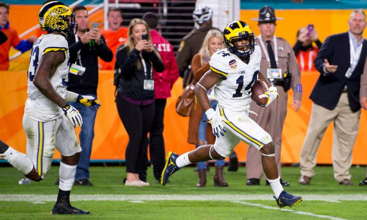 Josh Metellus doesn't have to be Jabrill Peppers = ANN ARBOR, Mich. — Covering hybrid tight ends, manning up on the opposition's most athletic threat, and stopping plays in their tracks will be the jobs this fall for Michigan sophomore VIPER linebacker Josh Metellus. Roughly three and a half months ago, he got a taste of…..