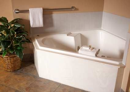Cute place in Flagstaff with great reviews. Includes rooms with a jacuzzi tub and free hot breakfast. Hampton Inn & Suites Flagstaff Hotel, AZ - Whirlpool