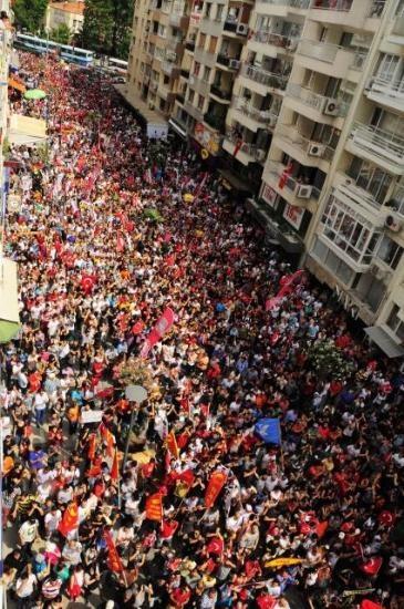 İzmir'de Gezi Parkı protestosu