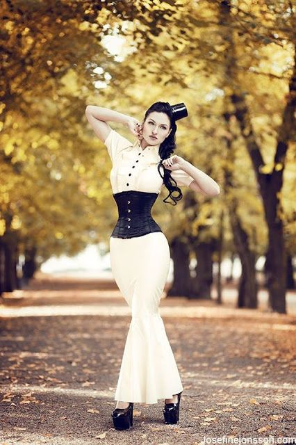 Simple Steampunk Elegance - how to recreate this sleek neo-victorian outfit - For costume tutorials, clothing guide, fashion inspiration photo gallery, calendar of Steampunk events, and more, visit SteampunkFashionGuide.com