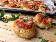 Bombette alla Pizzaiola!! Semplici,veloci e tanto gustose!! Sono dei deliziosi bocconcini morbidissimi farciti con della salsa gusto pizza!!