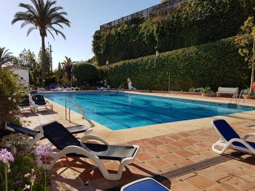Luxe Villa Puerto Banus Marbella Set 5 minutes' drive from Puerto Banus in Marbella, this air-conditioned apartment features a garden with 3 outdoor pools, all heated in winter. The property is 8 km from Marbella city centre and free private parking is provided.