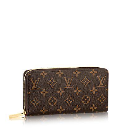 Descubra el Louis Vuitton Artsy MM Espacioso, sofisticado y distinguido, el modelo Artsy MM es un bolso amplio atemporal. Este diseño de suntuosa piel Monogram Empreinte grabada, con un asa de rica ornamentación y exquisitas piezas metálicas de color dorado, ofrece un aspecto refinado.