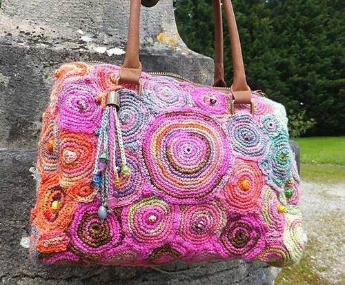 Crochet Bag-Absolutely stunning! I must try to make one, if not same pattern, I could do one up in granny squares or circle flowers?