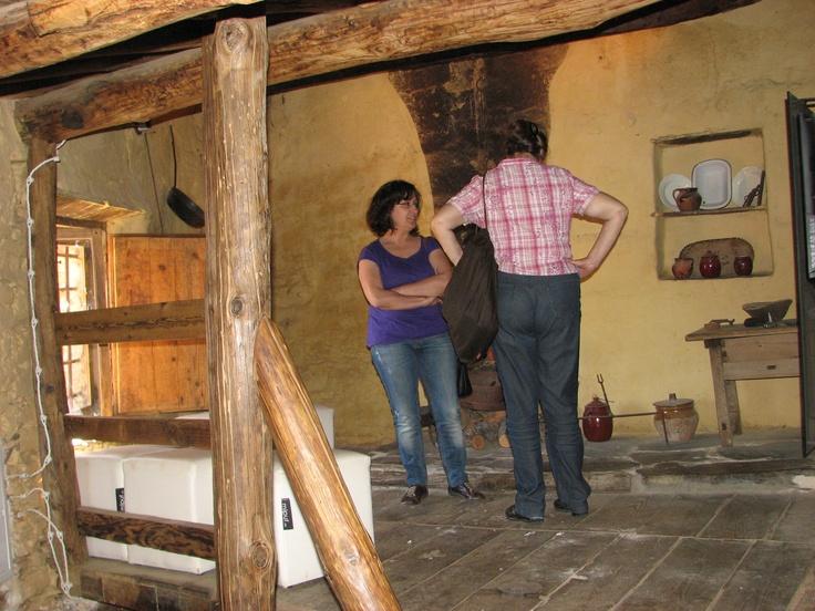 """En Romangordo hay diversas iniciativas turísticas muy bien acondicionadas y dirigidas. Este es el Centro de Interpretación """"La Casa del Tio Cáscoles"""", en él se recrea la vida de la familia de este señor hace bastantes décadas."""