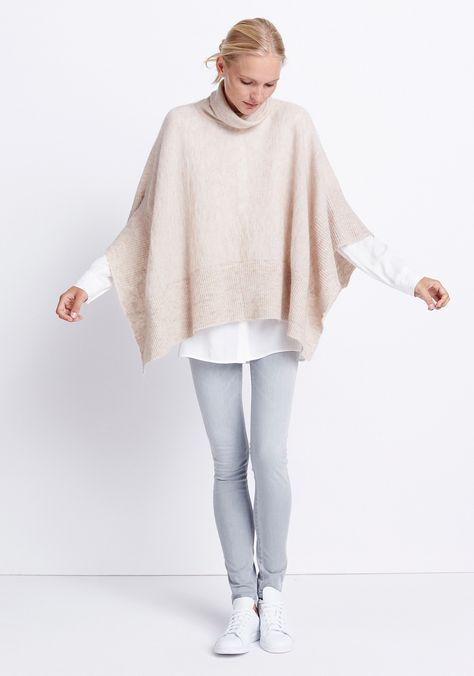 Womens outfit Soft Poncho by someday Fashion: witte blouse with mandarin collar, beige poncho, grey skinny jeans